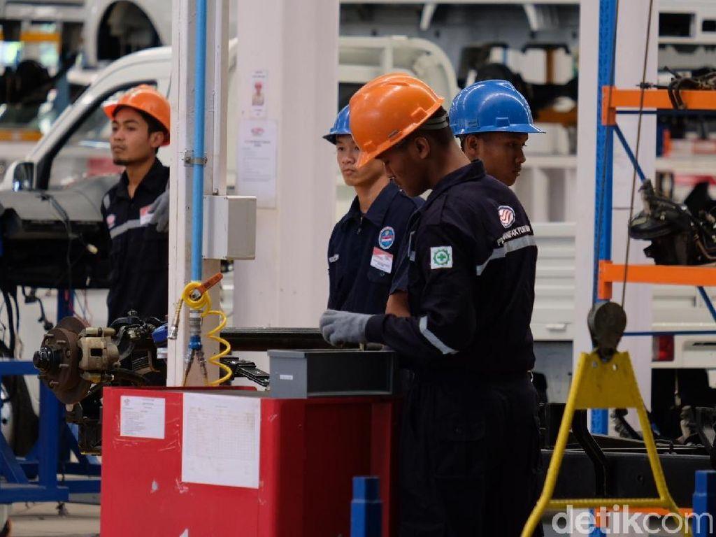 Begini Kesibukan Produksi Mobil di Pabrik Esemka