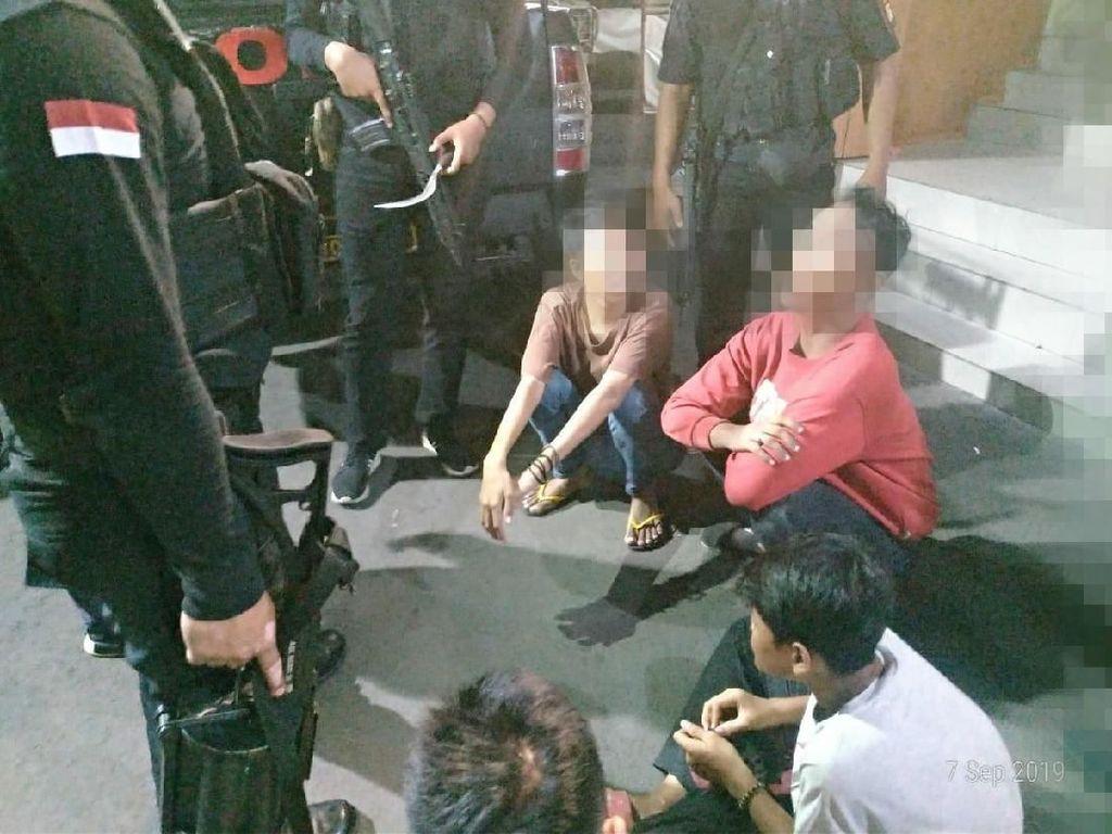 Kerap Palak Pedagang di Pasar Tomang, 4 Preman Ditangkap Polisi