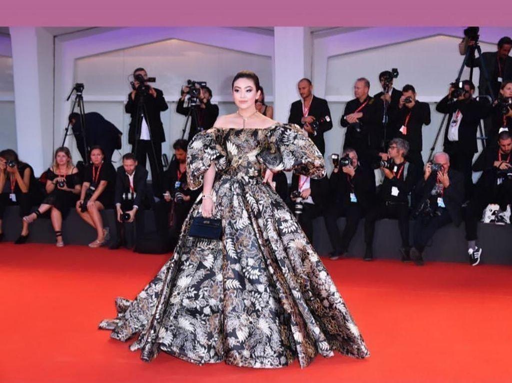 Gaun Ivan Gunawan Eksis di Venice Film Festival, Dipakai Sosialita Indonesia