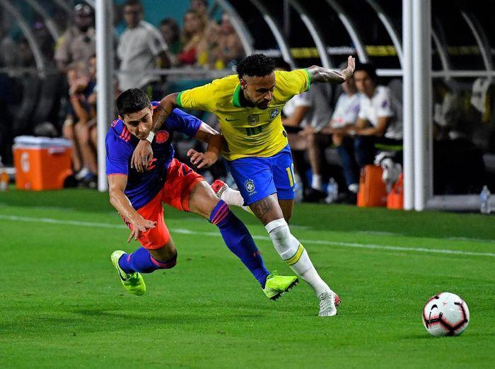 Aksi Neymar saat membantu Brasil bermain imbang 2-2 dengan Kolombia dalam laga persahabatan. (Foto: Steve Mitchell-USA TODAY Sports/Reuters)