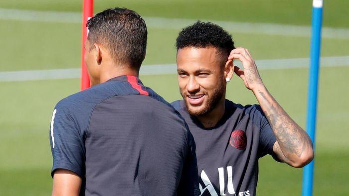 Tite berharap PSG lebih sering memainkan Neymar (Charles Platiau/Reuters)