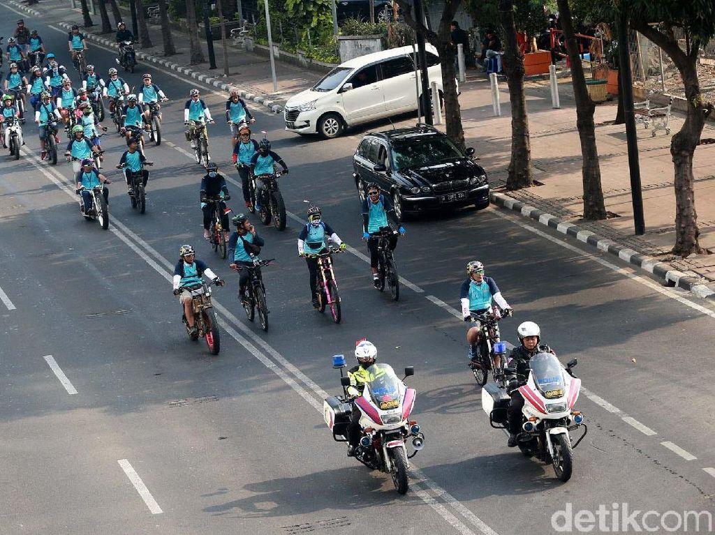 Konvoi Kendaraan Listrik Jakarta-Serpong