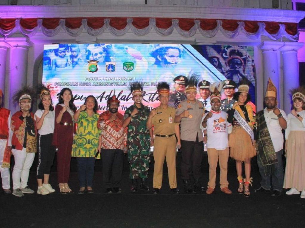 Saat Kapolres Jakarta Barat Berpuisi untuk Perdamian Papua