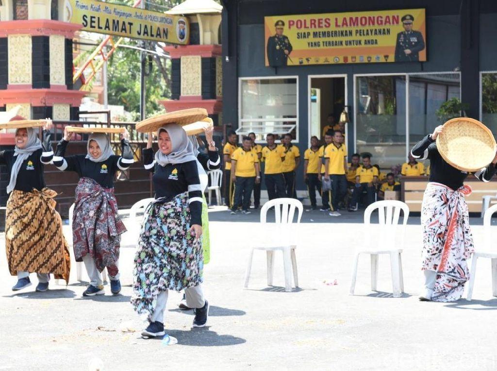 Unjuk Gigi Polwan di Lamongan di Hari Jadinya ke-71