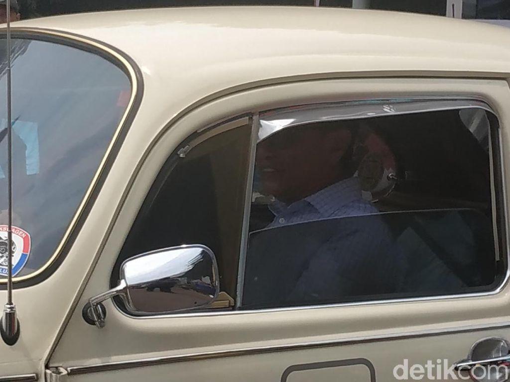 Sarwono Kusumaatmadja Jajal VW Listrik di Serpong