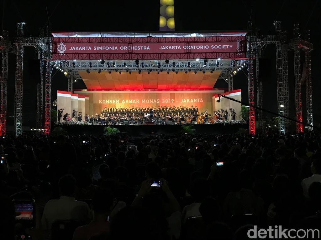 Anies-Susi Pudjiastuti Hadiri Konser Akbar Monas Jakarta Bersorak 2019