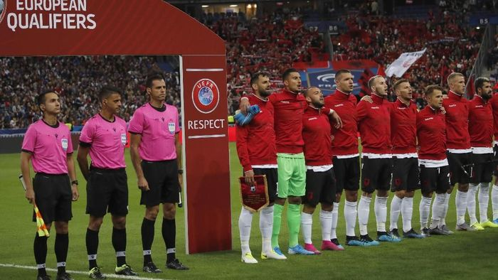 Timnas Albania jelang laga melawan Prancis di Stade de France, Paris, Minggu (8/9/2019) dini hari WIB. (Foto: Christophe Ena/AP Photo)