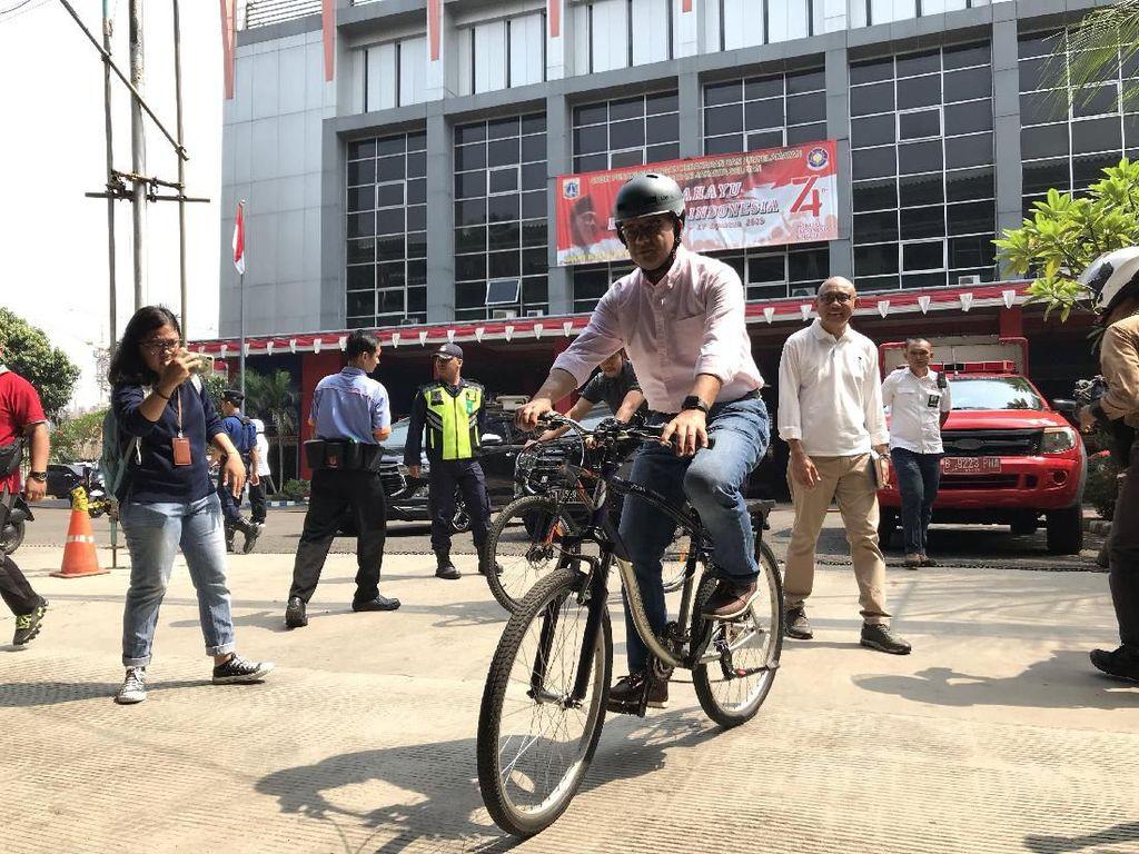 Jalur Sepeda di DKI Ditambah, Anies Minta Kantor Siapkan Tempat Mandi