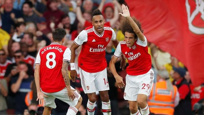 Skuat Arsenal merayakan gol. (Foto: Matthew Childs / Action Images via Reuters)