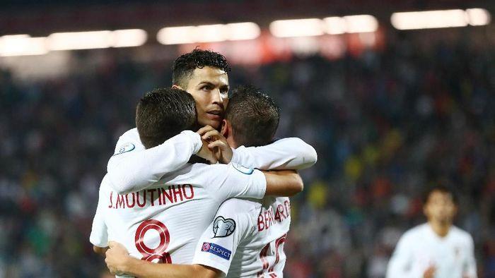 Portugal meraih kemenangan perdananya di Kualifikasi Piala Eropa 2020 (REUTERS/Marko Djurica)