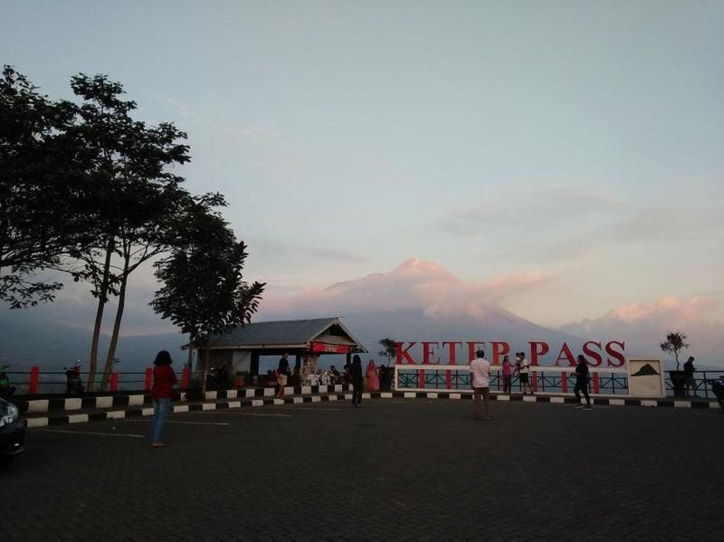 Foto: Betah Berlama-lama di Ketep Pass