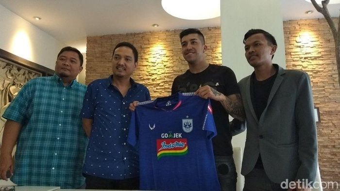PSIS Semarang memperkenalkan pemain asing baru, Jonathan Eduardo Cantillana Zorrilla, Minggu (8/9/2019) di Magelang.  (Eko Susanto/detikSport)