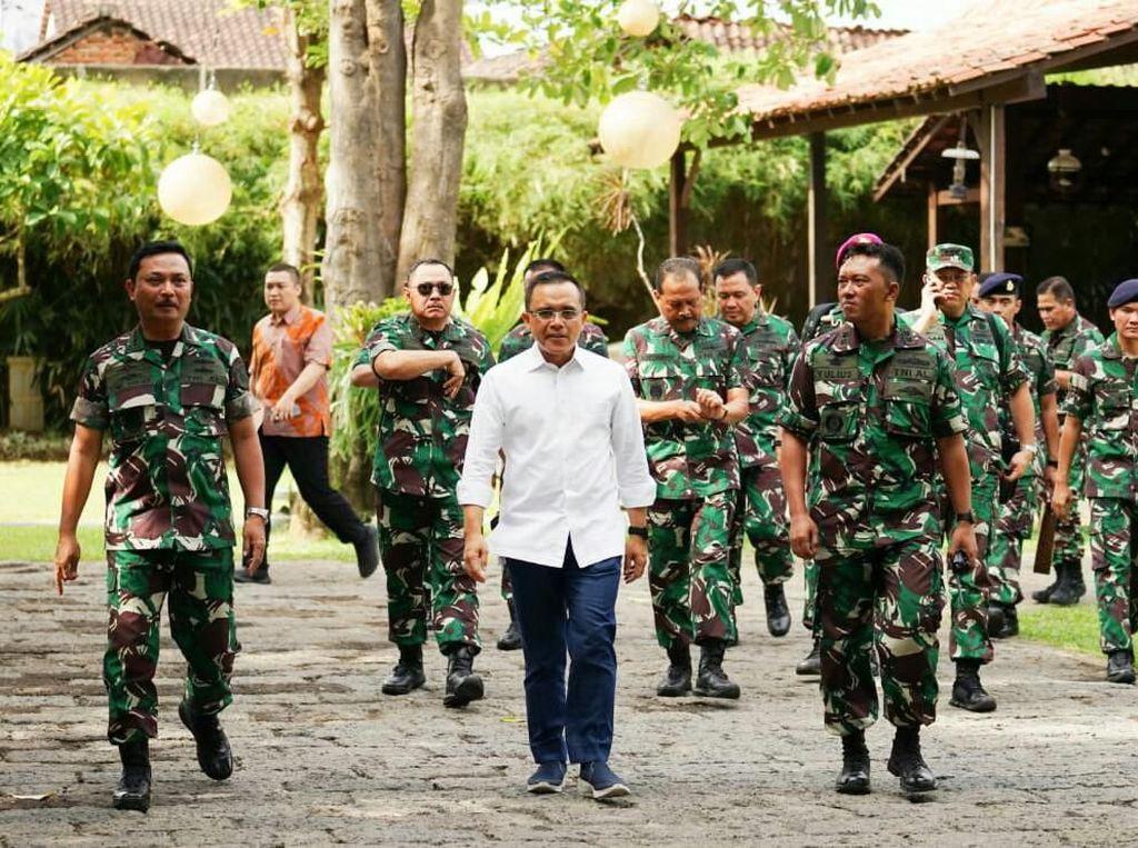 Sambil Nikmati Rujak Soto, KSAL Apresiasi Capaian Pengembangan Banyuwangi