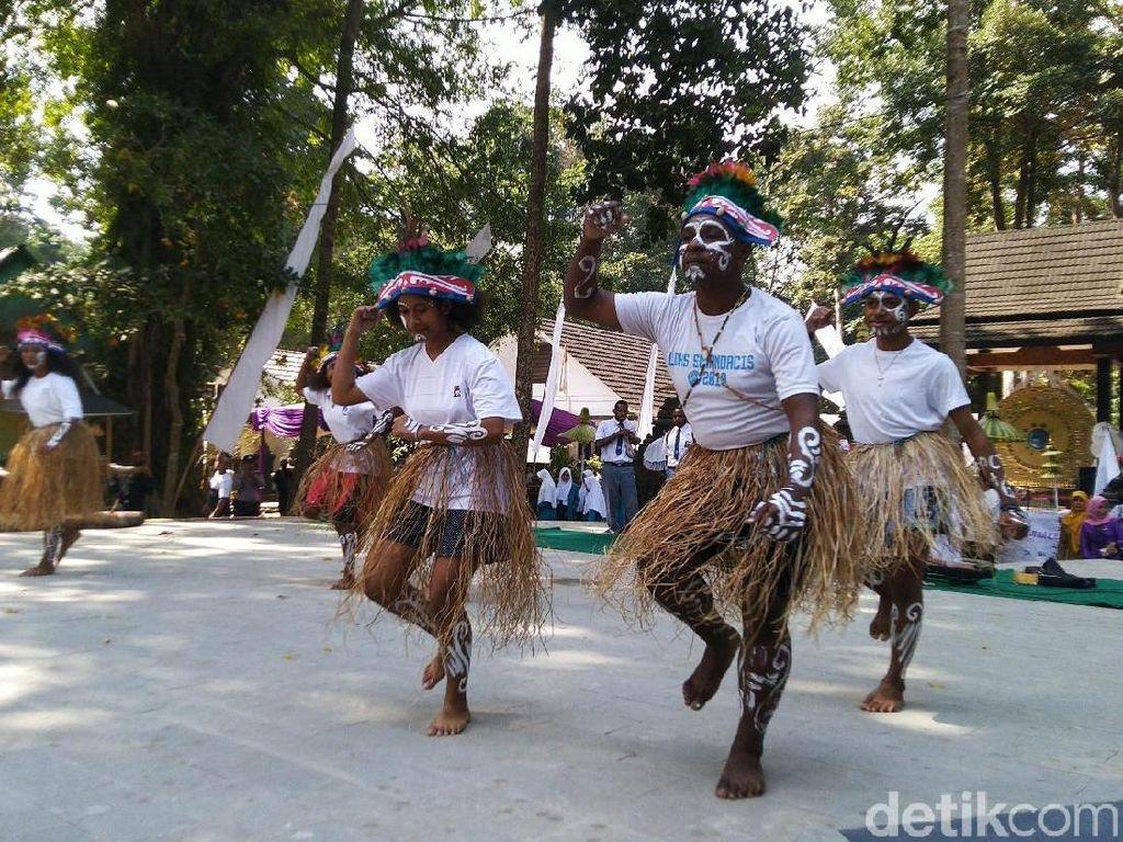 Saat Anak Papua di Ciamis Ramaikan HUT Gong Perdamaian Dunia