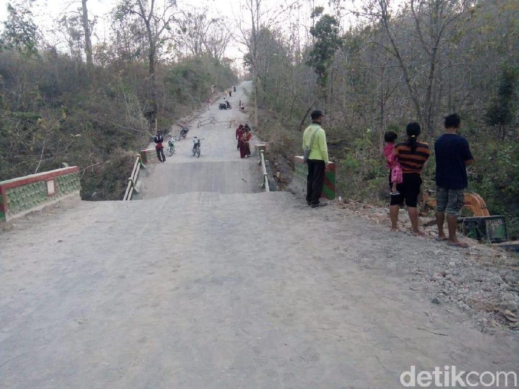 Jembatan Antarkecamatan di Bojonegoro Ambruk, Warga Harus Memutar 10 Km