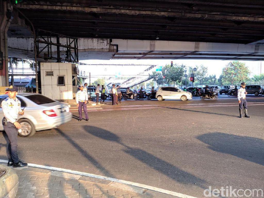 Hari Pertama Perluasan Ganjil Genap, Lalu Lintas di Jalan Pramuka Lancar