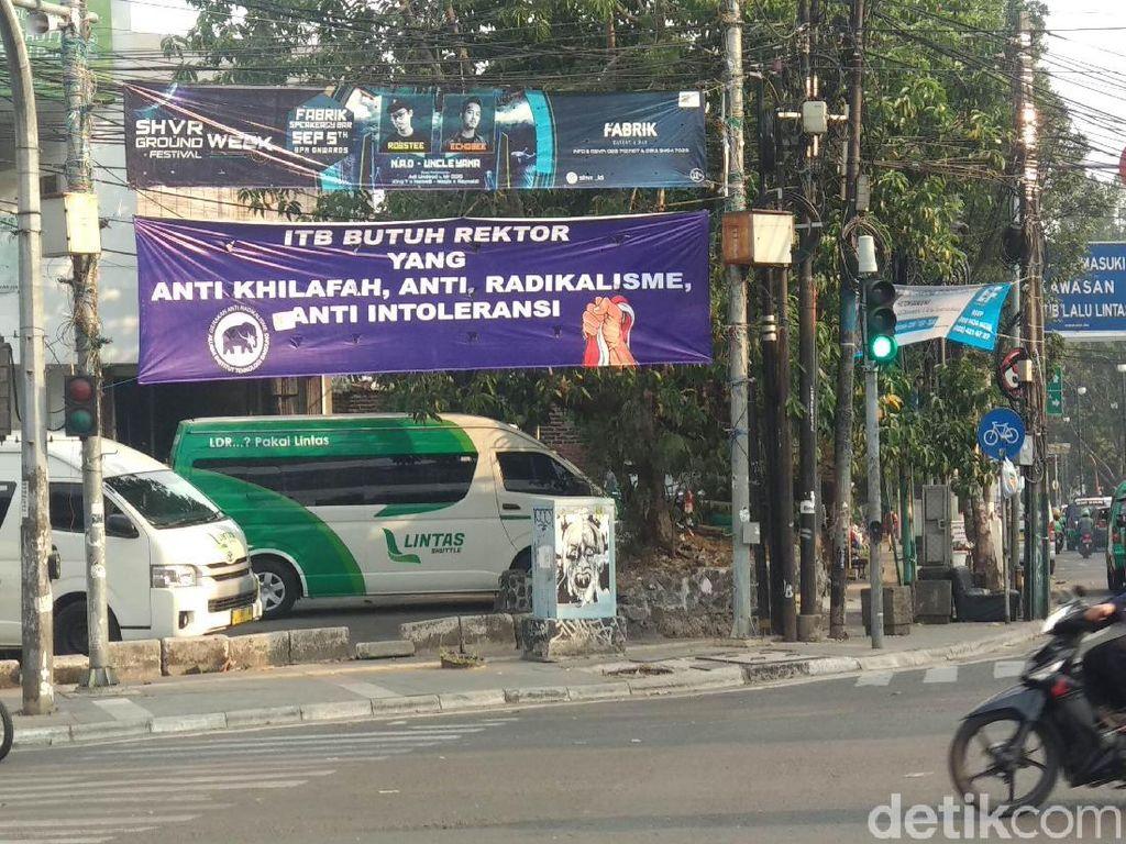 Muncul Spanduk ITB BUTUH REKTOR YANG ANTI KHILAFAH  di Bandung