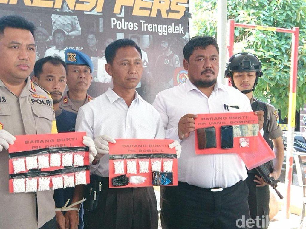 Kelabui Polisi, Pemuda Ini Sembunyikan Ribuan Pil Koplo di Kandang Kambing