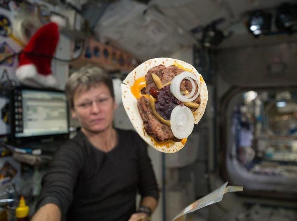 Terdiri Dari 200 Makanan, Menu Sarapan Para Astronot Ini Bikin Ngiler