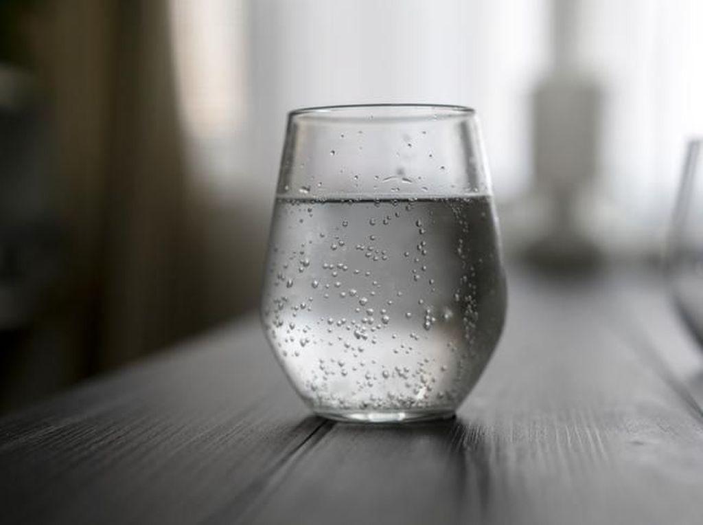 Minum Air Dingin Tak Baik untuk Sakit Maag? Ini Kata Ahli