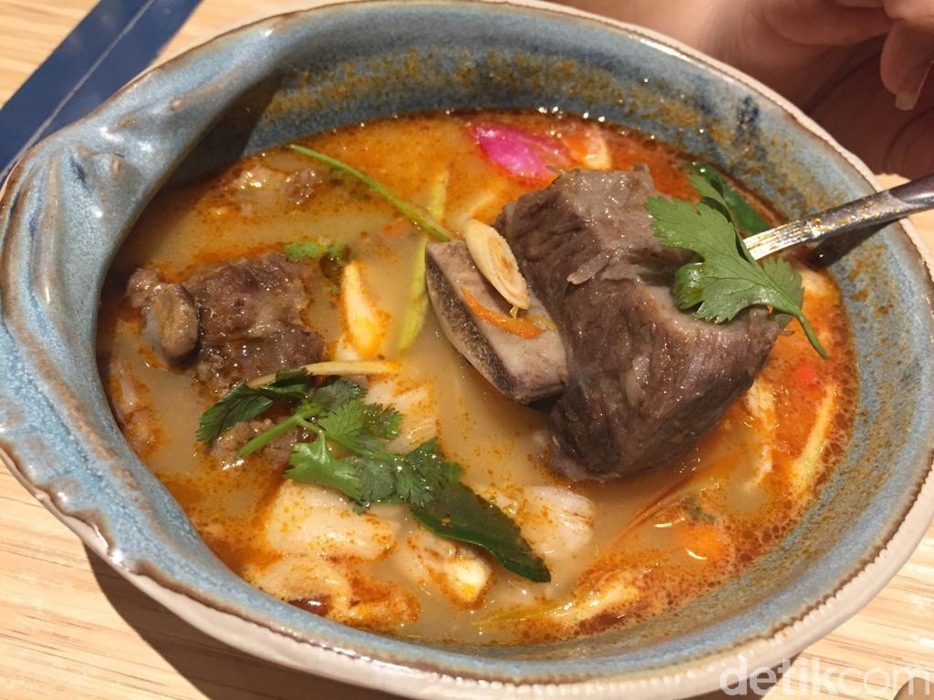 Thai Street: Slurpp! Asam Segar Iga Sapi yang Diolah Jadi Tom Yum