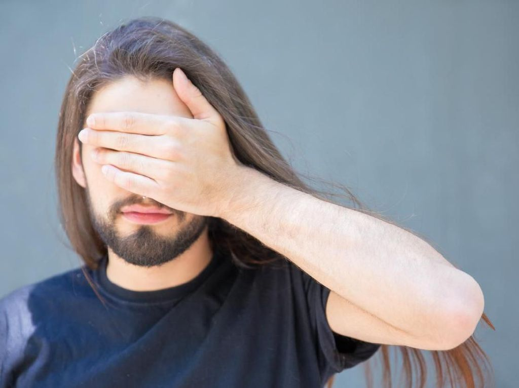Viral Emak-emak Dipanggil Nenek, Pria Ini Dipanggil Mbak karena Gondrong