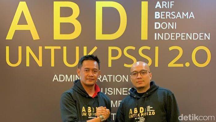 Arif Putra Wicaksono (kanan) dan Doni Setiabudi (kiri), bakal calon ketum dan waketum PSSI. (Foto: Amalia Dwi Septi/detikSport)