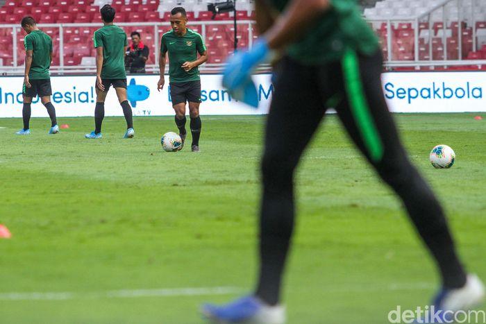 Para punggawa Timnas Senior Indonesia menjalani sesi latihan di Stadion Utama Gelora Bung Karno, Jakarta, Senin (9/9/2019), jelang laga melawan Thailand di Kualifikasi Piala Dunia 2022.