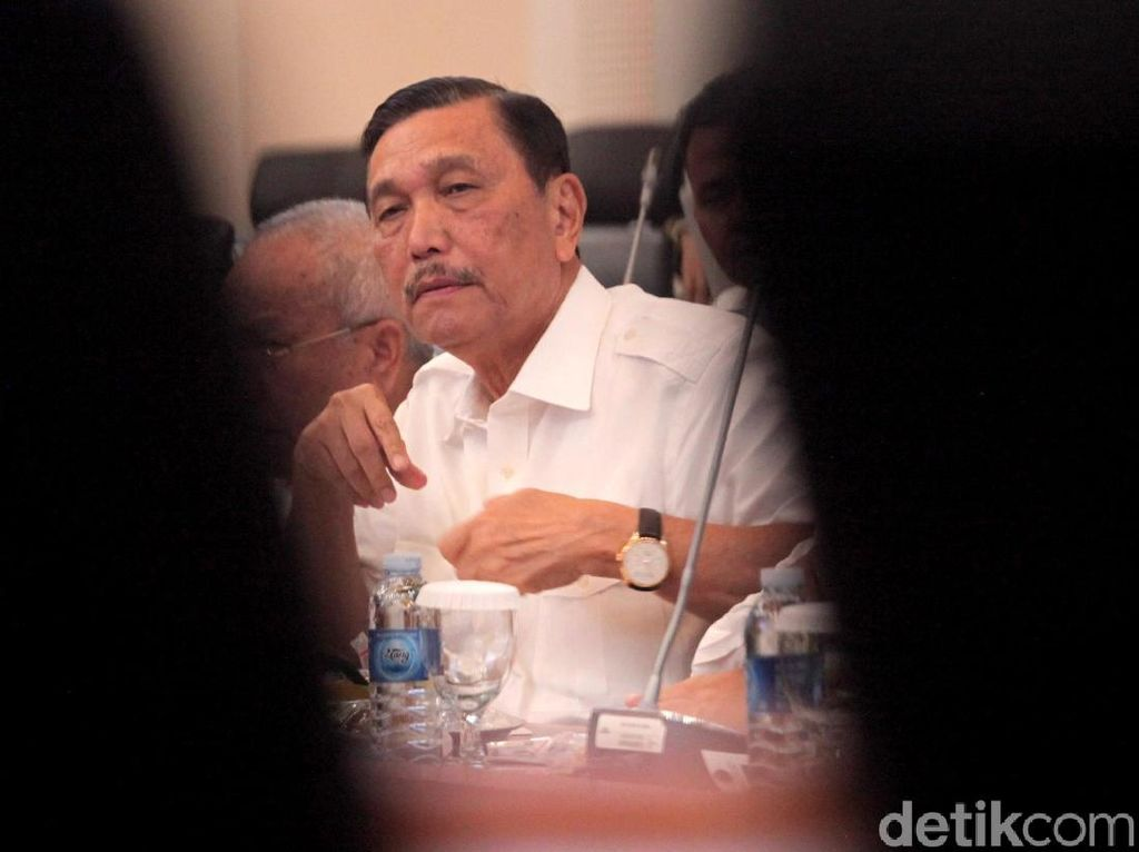 Di Depan DPR, Luhut Ungkit Nyinyiran Menteri Segala Urusan