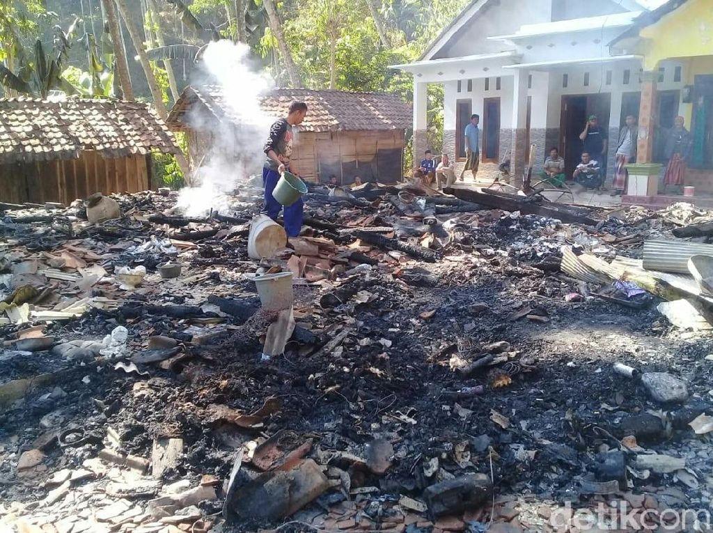 Kebakaran di Permukiman Situbondo, 5 Rumah Rata dengan Tanah