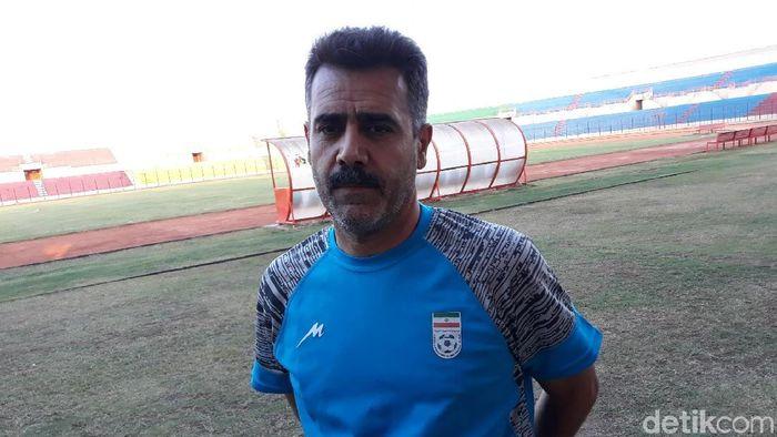 Pelatih Timnas Iran U-19, Sirous Pourmousavi. (Foto: Pradito Rida Pertana/detikcom)