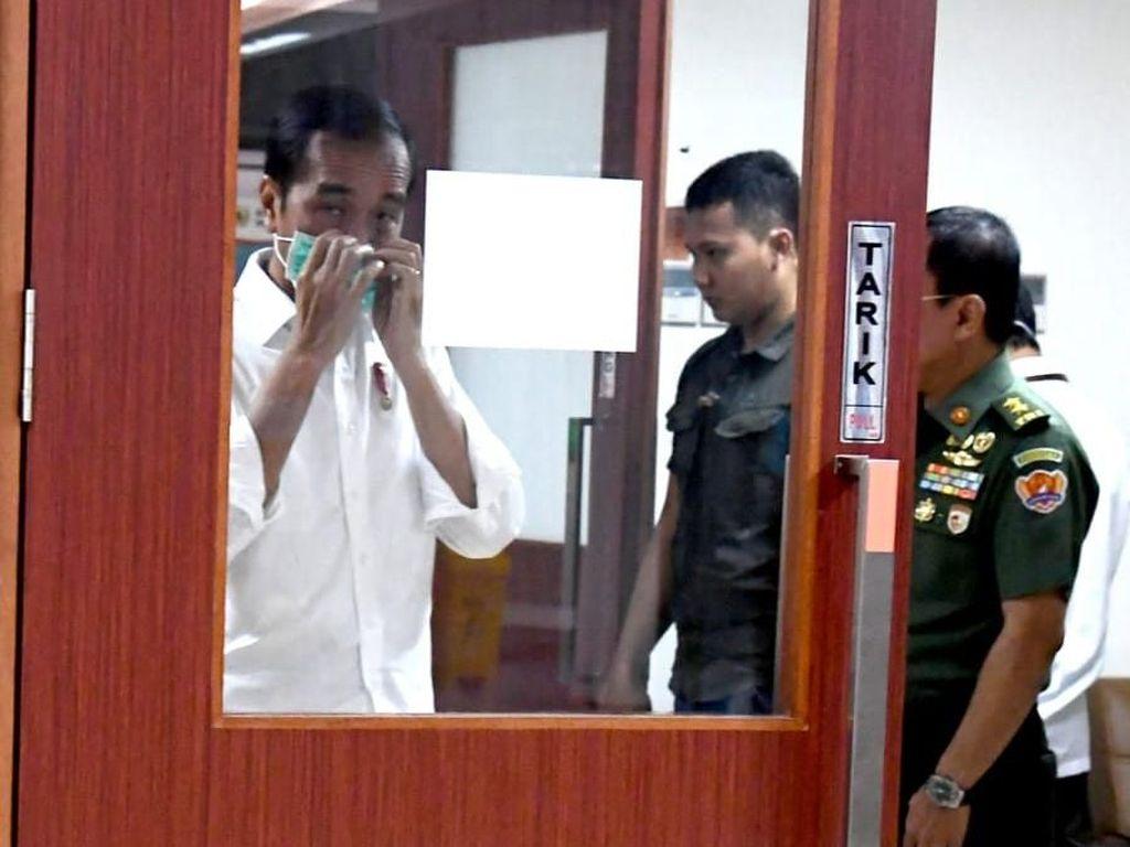 Jokowi Jenguk BJ Habibie di RSPAD Gatot Soebroto