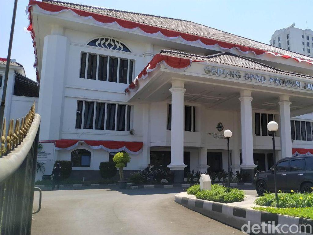 Gadaikan SK, Anggota DPRD Jabar Terima Kredit hingga Rp 1 Miliar