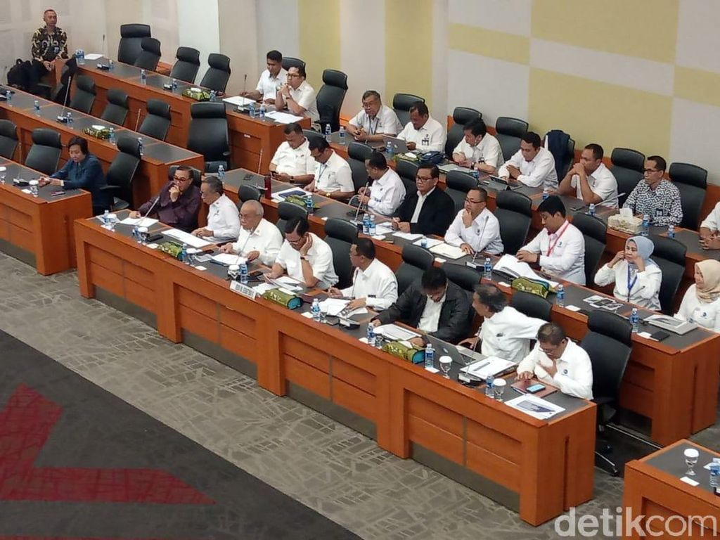 Rapat dengan Banggar DPR, Luhut Paparkan Rencana Kerja Kementerian