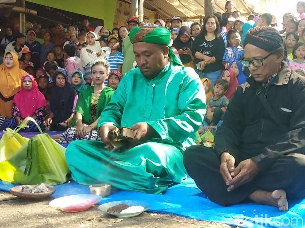 Nelayan Probolinggo Gelar Ritual Rokat Tasek karena Sepi Tangkapan