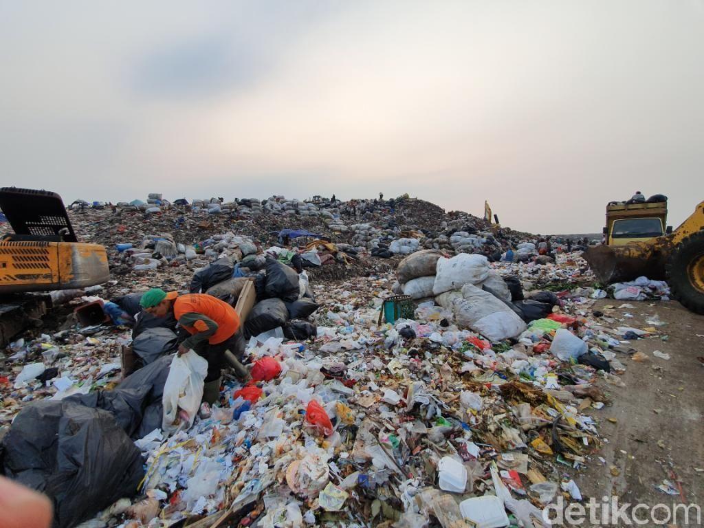 Bekasi Minta Izin Anies Buang Sampah Sisa Banjir ke Bantargebang