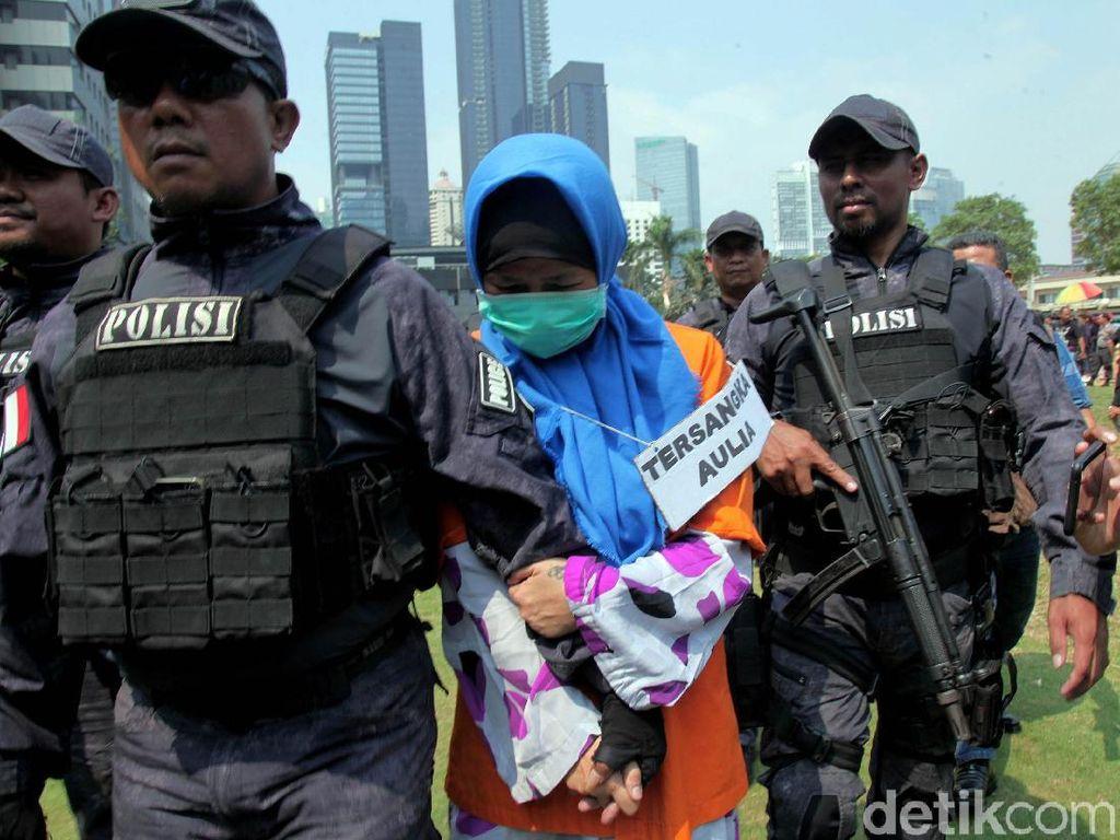Aulia Kesuma Reka Ulang Pembakaran Jasad Pupung-Dana