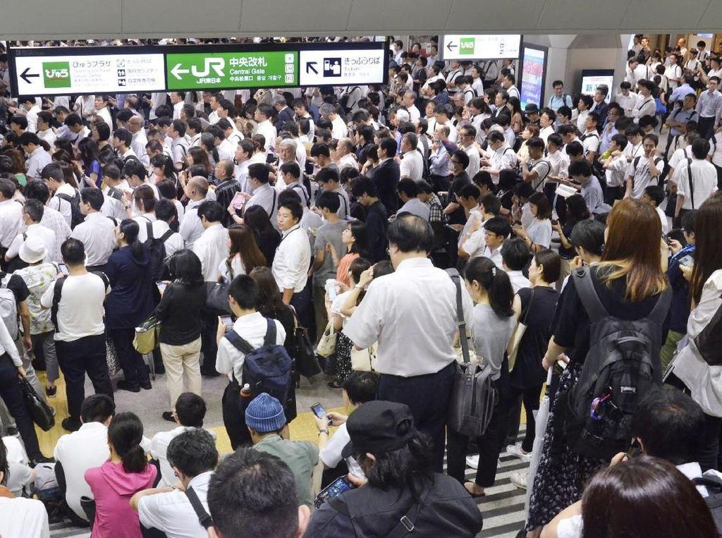 Transportasi di Tokyo Terganggu Imbas Badai Faxai