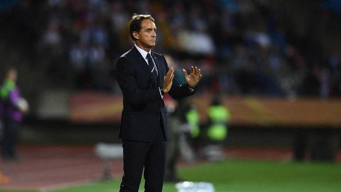Roberto Mancini sebut Italia bikin susah diri sendiri. (Foto: Claudio Villa/Getty Images)