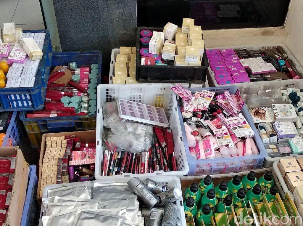 Waspada! Kosmetik Kedaluwarsa Beredar di Pasaran