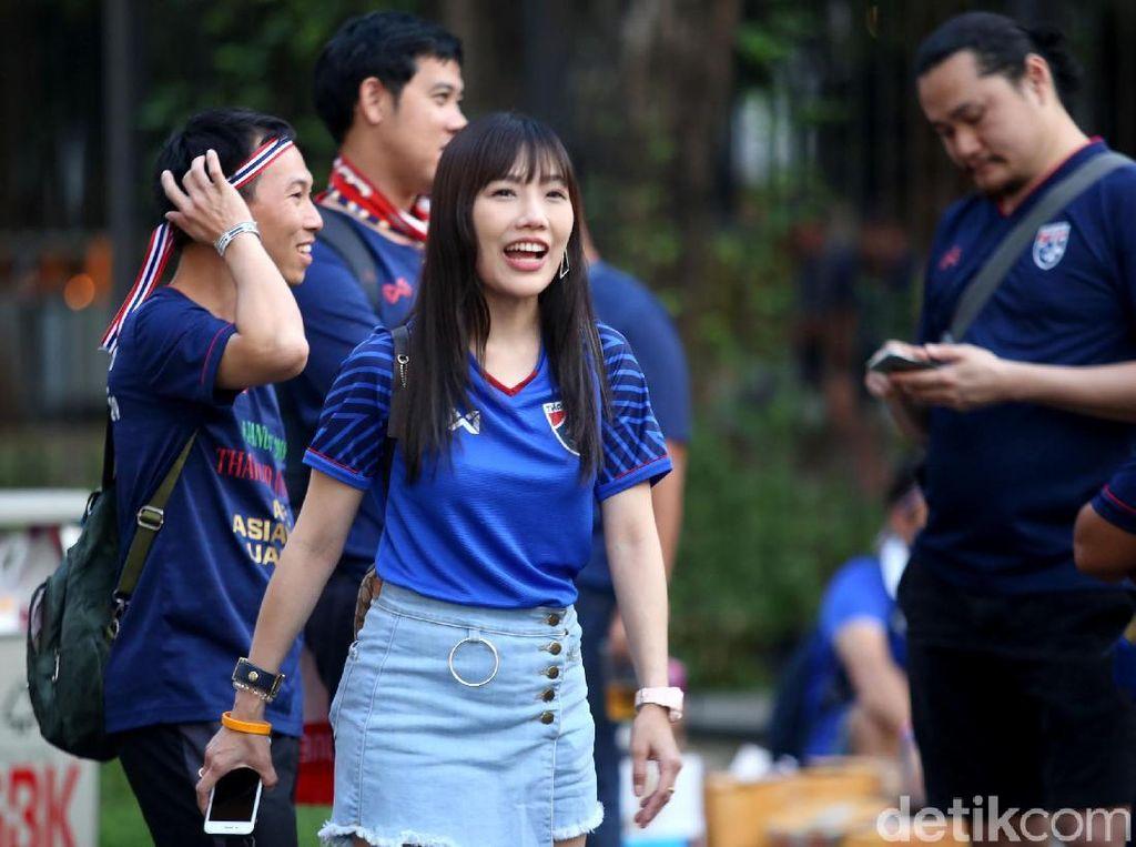 Antusias Suporter Thailand Dukung Tim Tamu di GBK