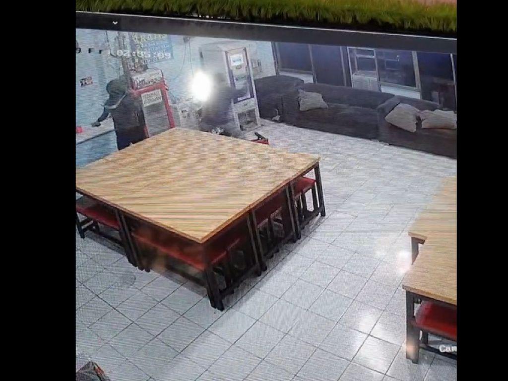 Detik-detik Mencekam Perampokan di Rumah Makan Gratis untuk Duafa di Bogor