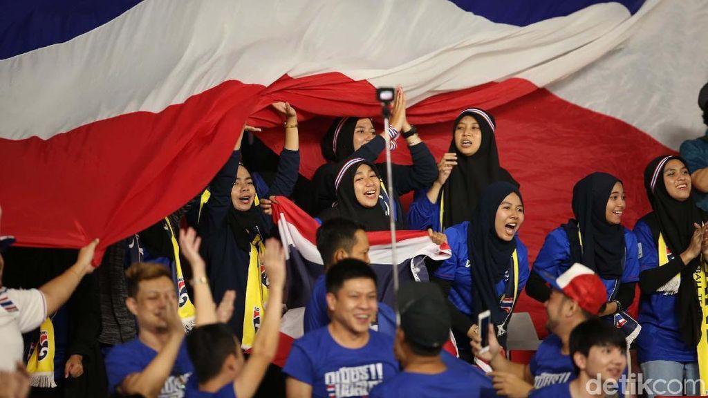 Pendukung Cantik Thailand Rayakan Kemenangan