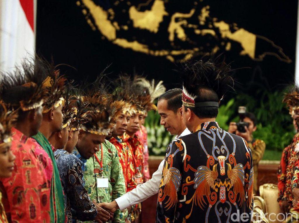 Saat Jokowi Bertemu Tokoh Papua di Istana