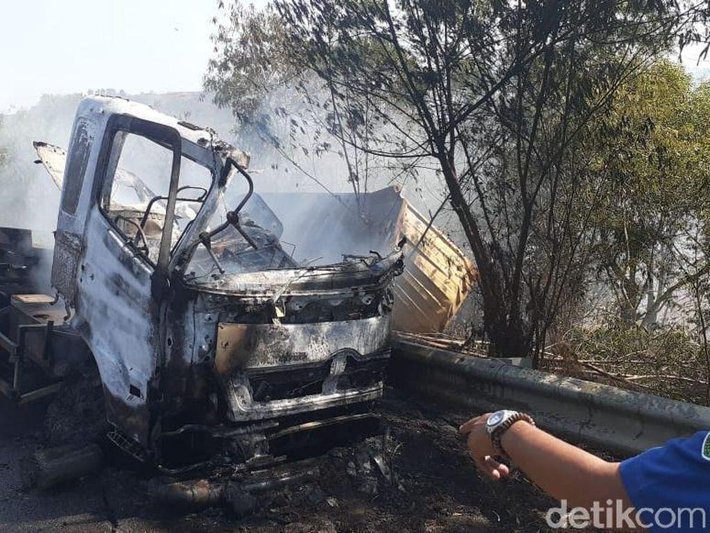 Kecelakaan di Cipularang Libatkan 5 Kendaraan, Korban Luka 2 Orang