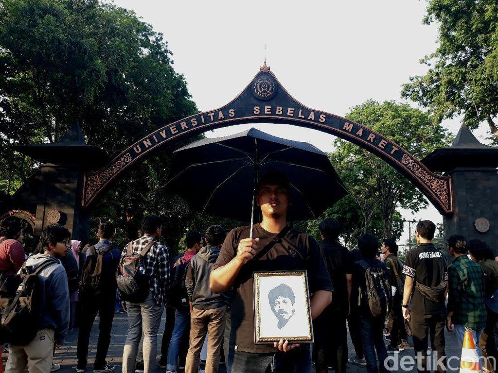 Aksi Mahasiswa UNS Peringati Kematian Munir: Jokowi Tak Serius