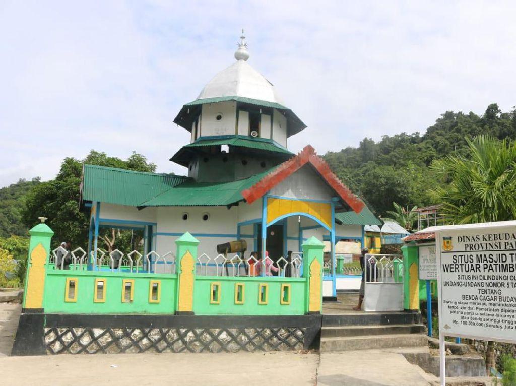 Masjid di Papua yang Dibangun 3 Agama