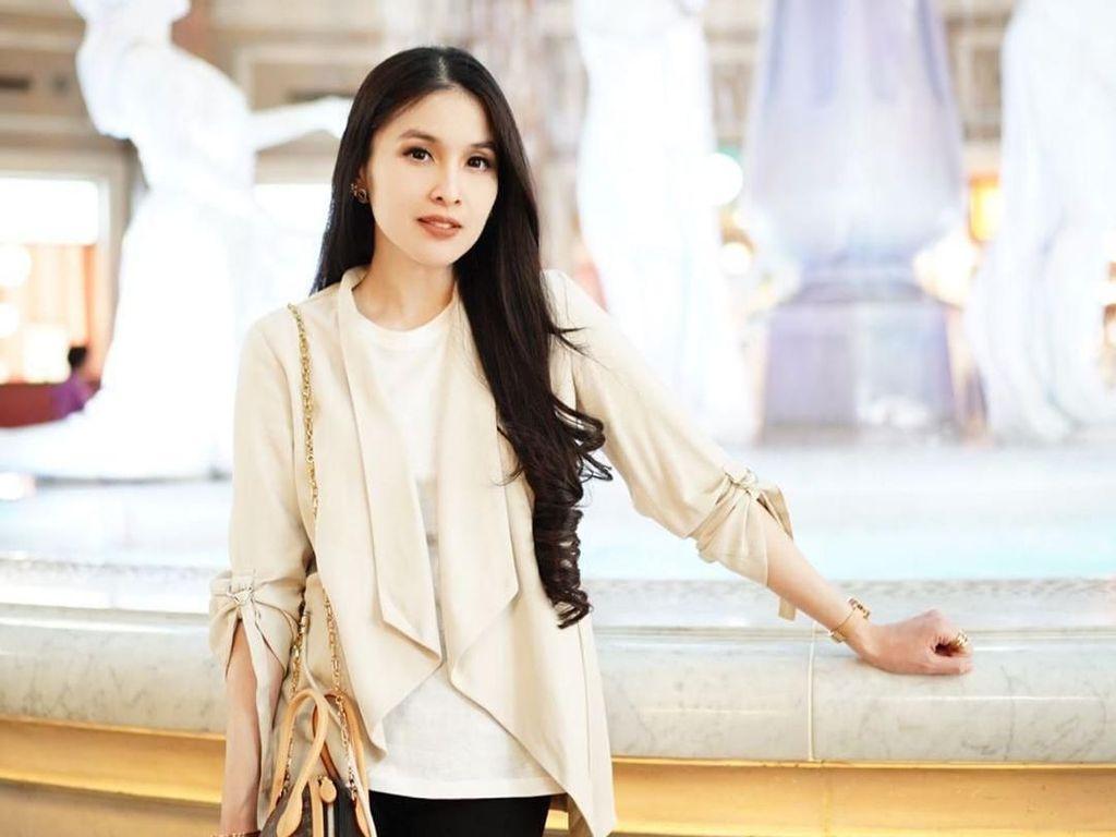 7 Gaya Sandra Dewi Saat Jadi Bumil, Tetap Langsing di Kehamilan 9 Bulan