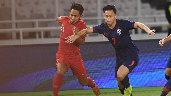 Supachok Sarachat mencetak dua gol saat Thailand menang 3-0 atas Indonesia (Foto: ANTARA FOTO/Hafidz Mubarak A)