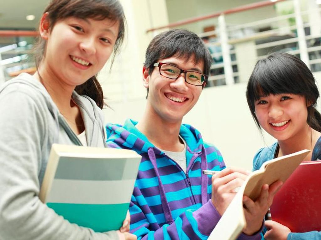 Kantin Ini Berikan Diskon Bagi Mahasiswa yang Hafal Puisi China